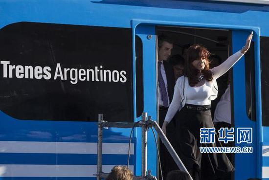 阿根廷米特雷线用的是中国机车图片来源:新华网