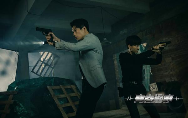 《青春警事》热播 焦俊艳魏大勋骄傲发声:我是警察
