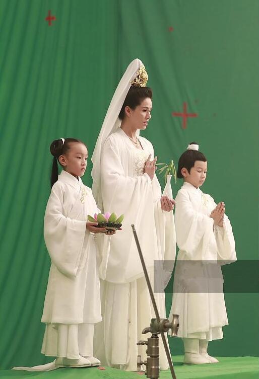最美小龙女李若彤扮演观音,被说没有菩萨的福相