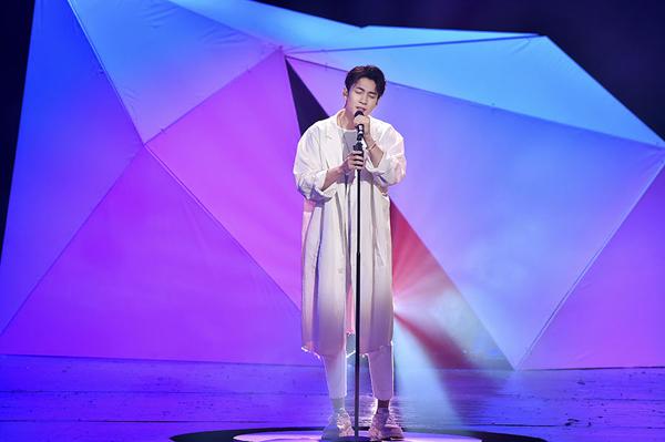 《跨界歌王》刘恺威韩东君换风格 李菲儿热力唱跳
