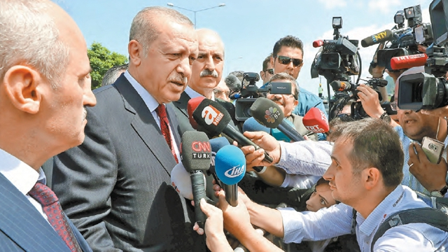"""土耳其遇""""雷曼时刻"""" 全球市场系紧安全带(组图)"""