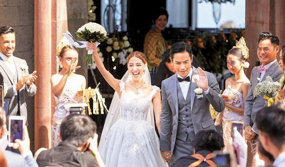 陈凯琳与郑嘉颖昨天在峇里共订爱盟。