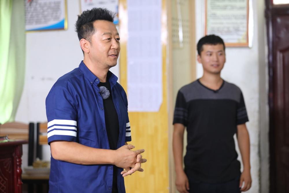 《我们在行动》首播郭涛走访贫困户 王景春瓜地抢收