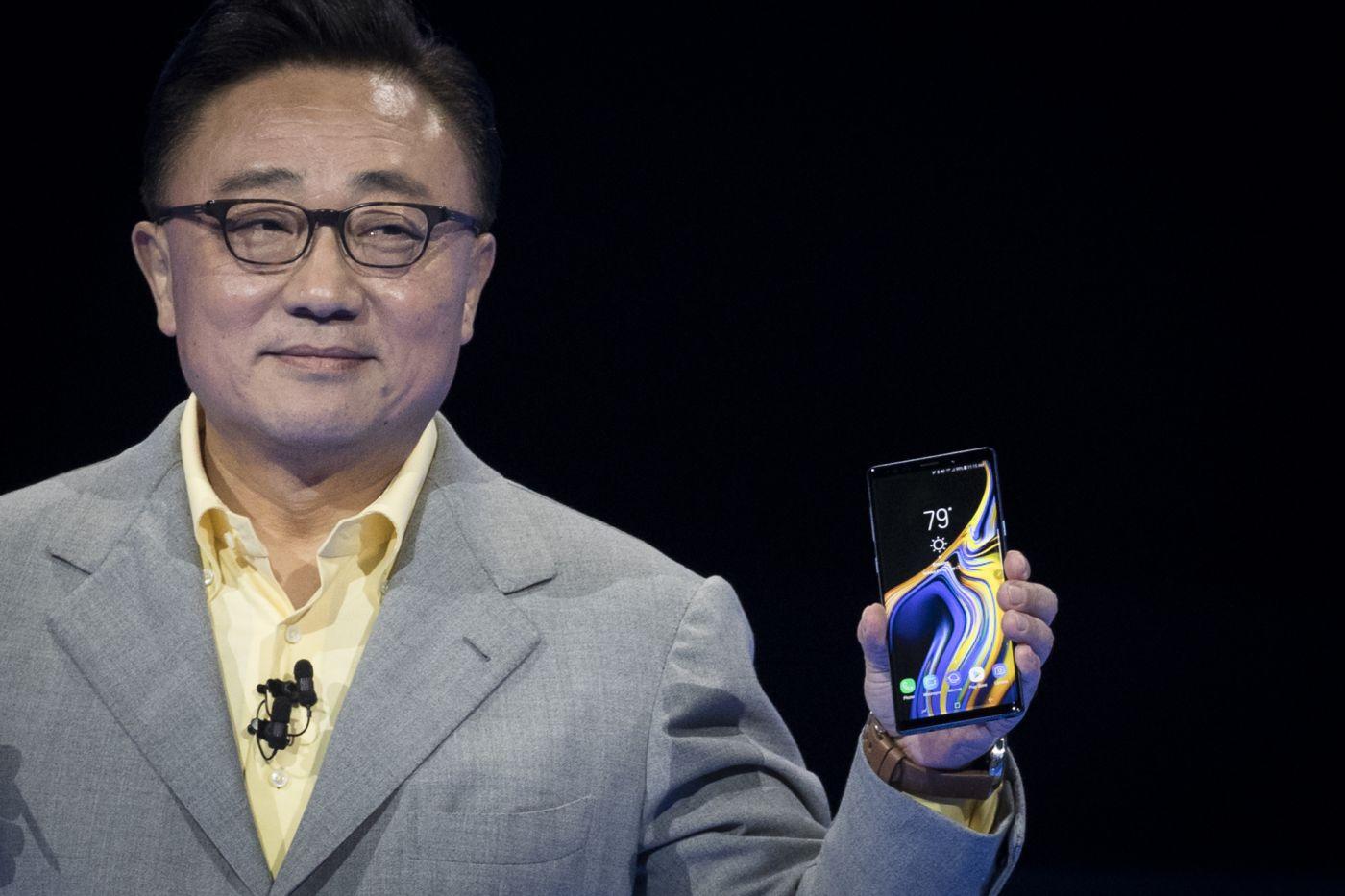 高东真发布三星折叠手机 折叠手机展开状态下比平板电脑有何优势?