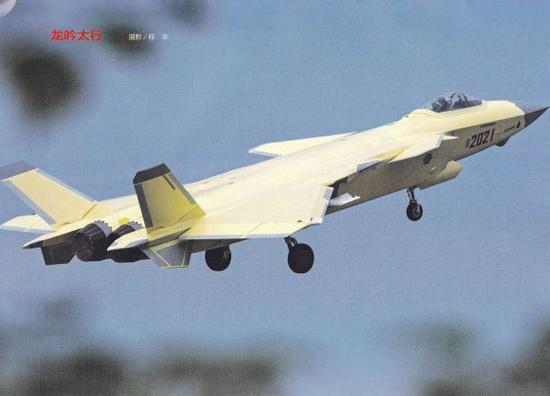 资料图片:网络上流传的歼-20搭载低可观测性能国产发动机试飞照片。(图片来源于网络)