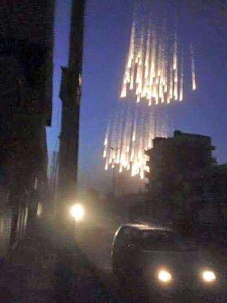 俄军:美F-15战机用白磷弹空袭叙利亚 引发大火