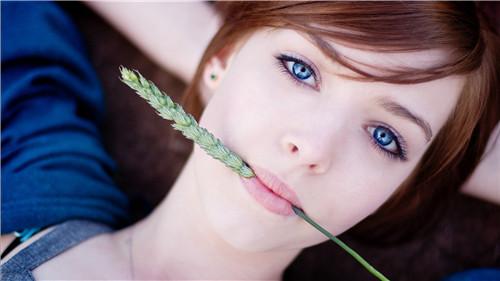 美容美体 天生爱美丽 正文  蓝色的眼睛一直是异域风情的代表,一双水图片