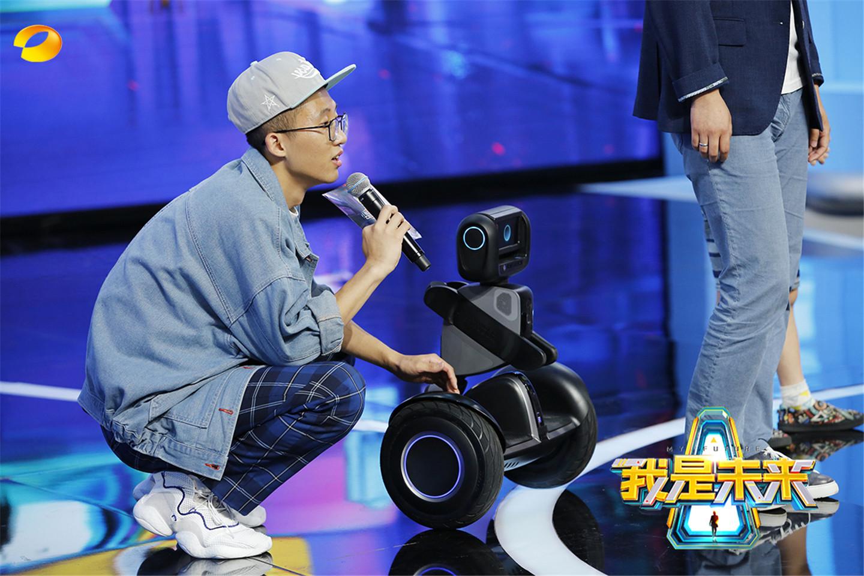 《我是未来》池子逆袭获机器人小跟班 纵享智能体验
