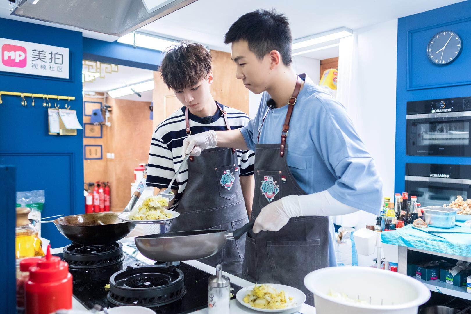 《中餐厅2》教师节获赞 身体力行做中华文化传播者