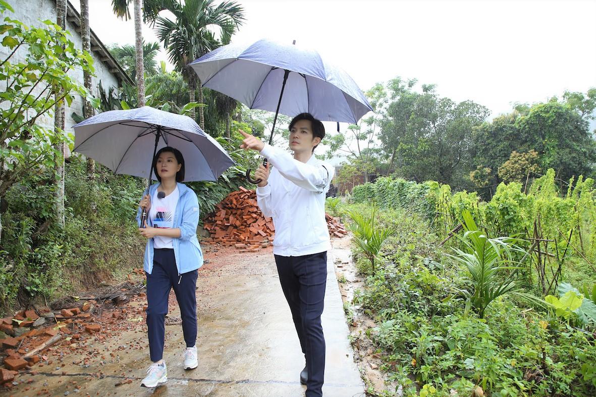 《我们在行动》钟汉良走访乡镇 发现天外客的礼物
