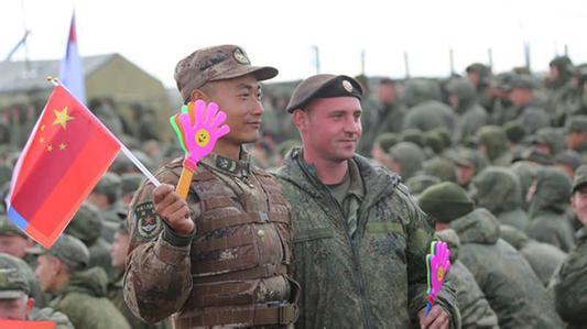 中国文化让俄军参演官兵对中国三次竖起大拇指