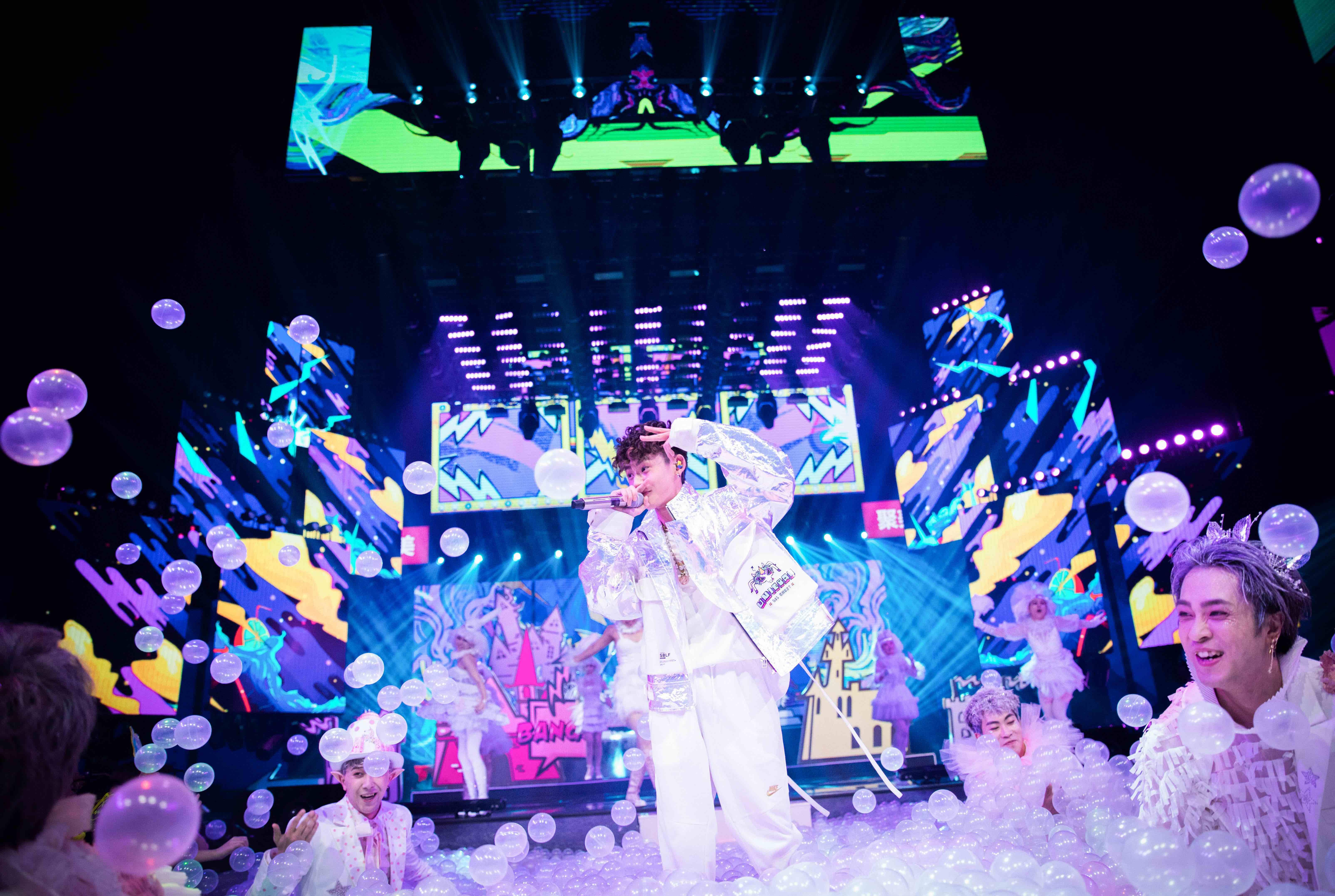 《中国音乐公告牌》小鬼甜蜜发糖 迪玛希海豚音圈粉