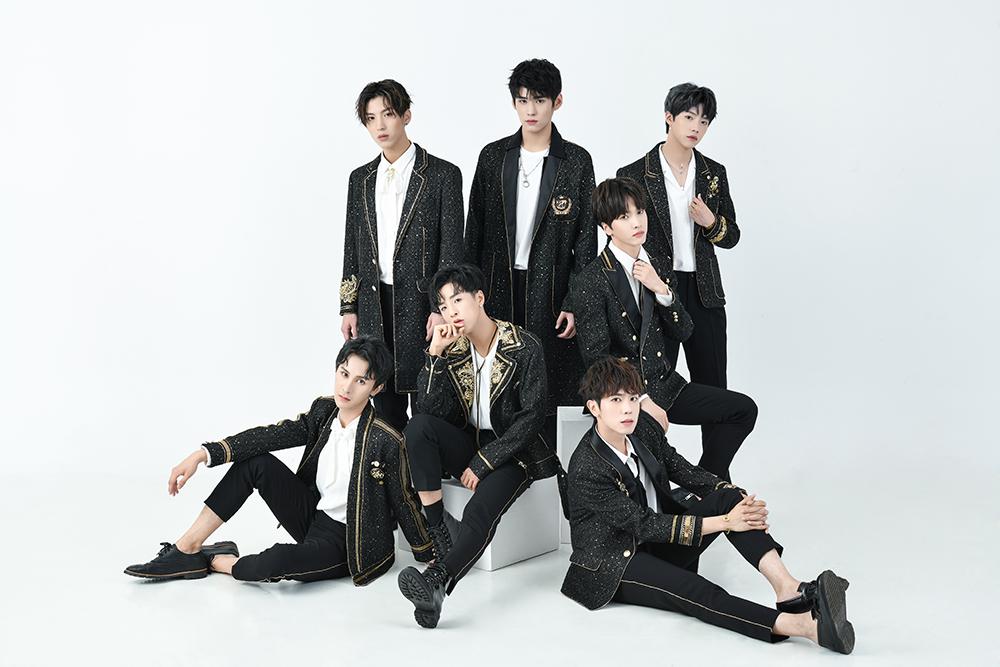 香蕉男团TANGRAM正式出道 《Radiant》首秀闪耀全场