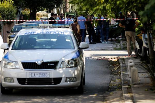 加拿大驻希腊大使馆遭蒙面人袭击:入口玻璃门被砸碎