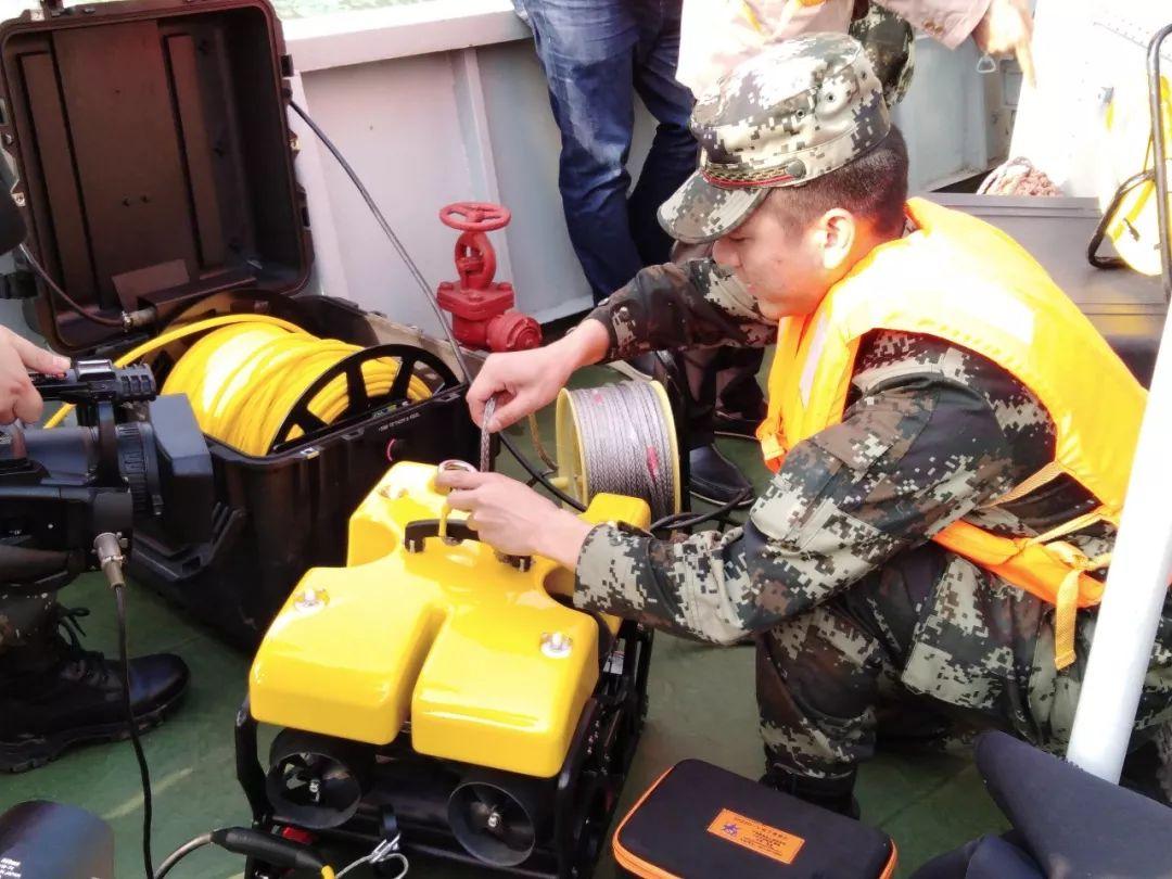 重庆坠江公交救援:超50米,属深潜作业,打捞难度大