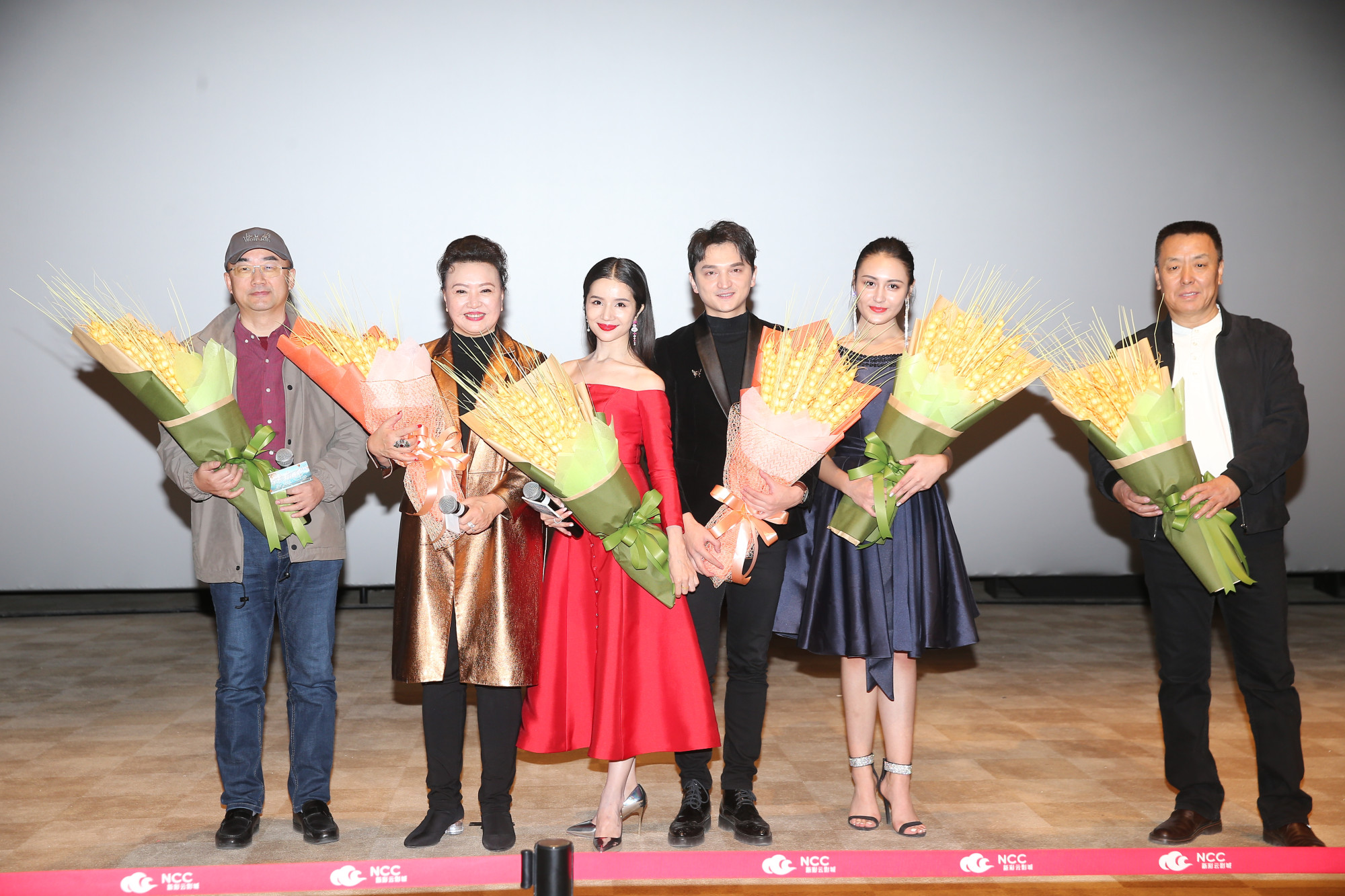 《你美丽了我的人生》首映 专业舞者表演获赞