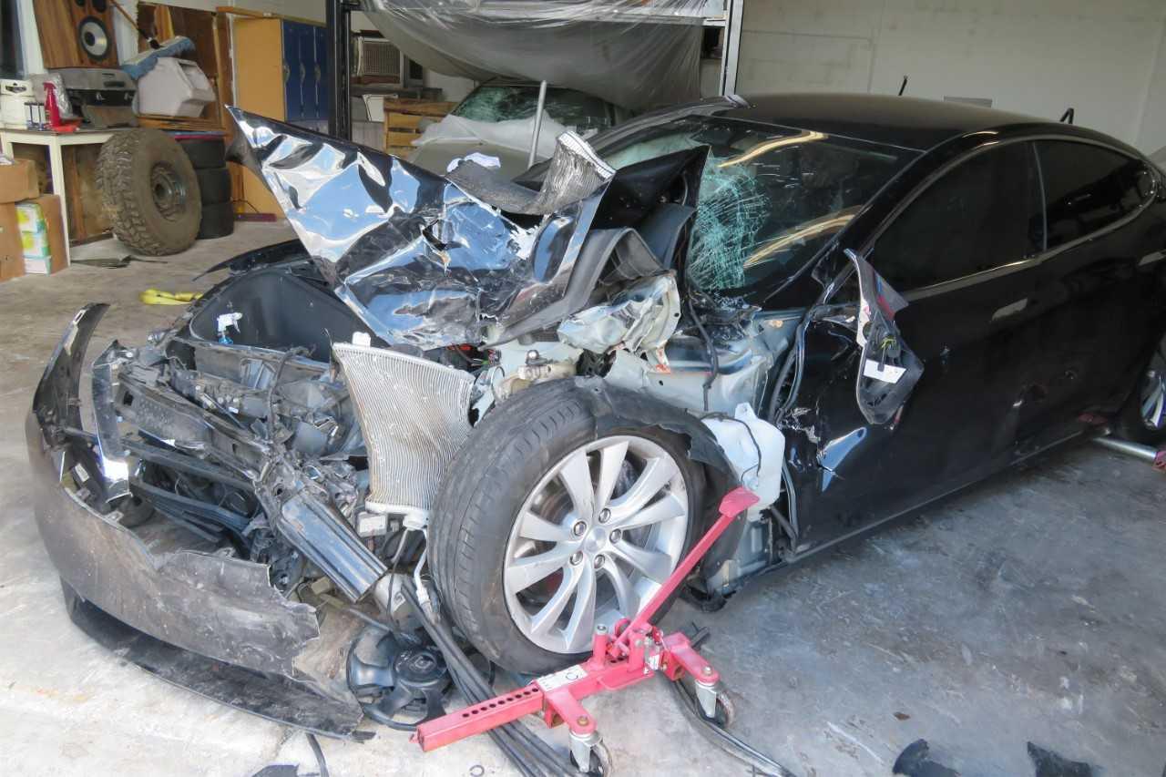 Model S撞车 特斯拉被诉不失宣传Autopilot