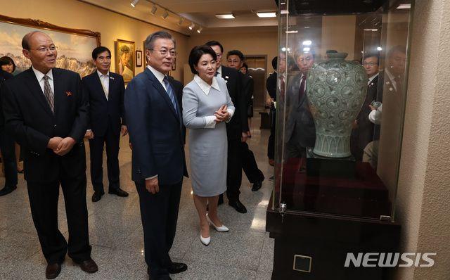 古巴领导人兴奋参观朝鲜版798!金正恩夫妇陪同