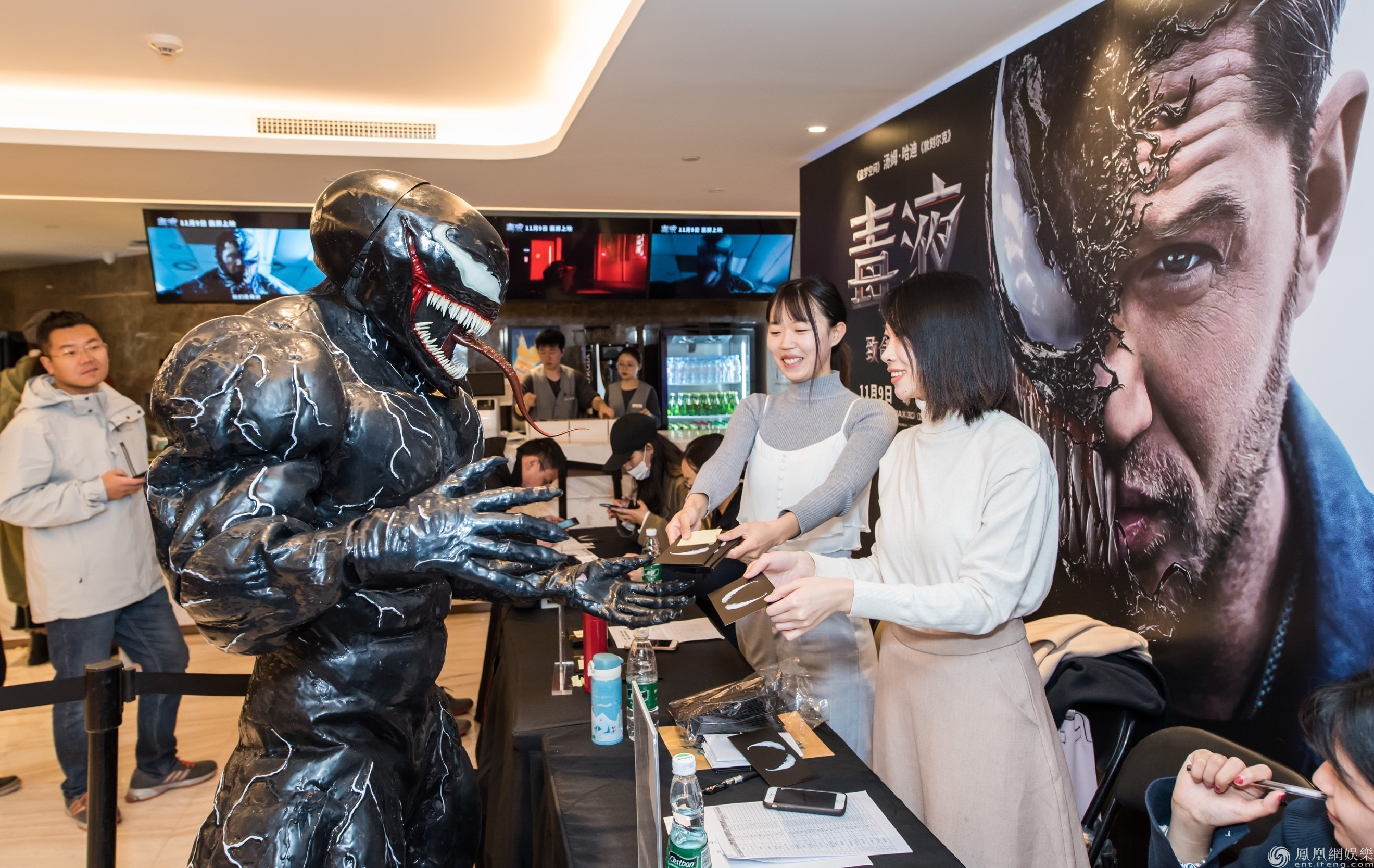 《毒液》中国首映火爆获赞 百场点映掀另类英雄狂潮