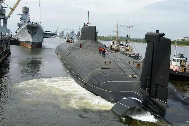 4.6万吨级钢铁巨鲸 世界最大战略核潜艇如何出海?