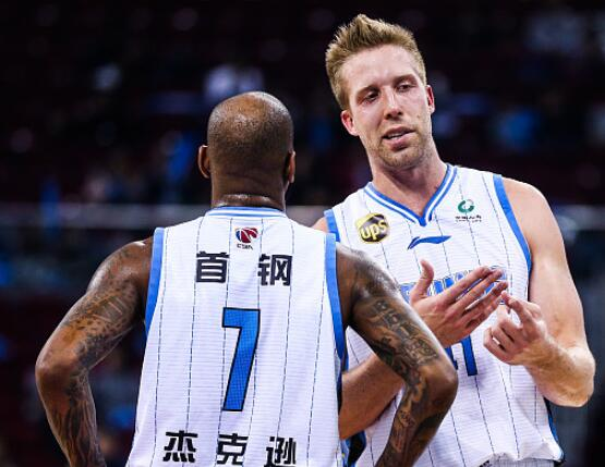 北京首钢豪取7连胜渐入佳境 亚尼斯:打体系篮球不易防守是根基