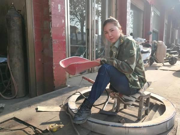 独腿女孩当电焊工爆红回绝300人表白_资讯频道_凤凰网