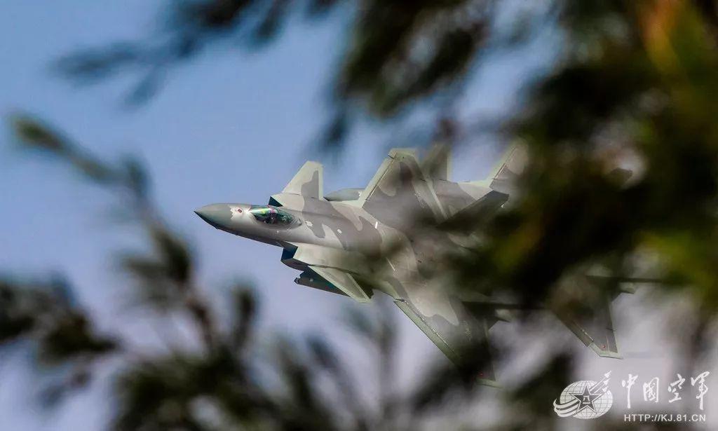 歼20试飞员曾遇空中发动机停车 驾机安全返航