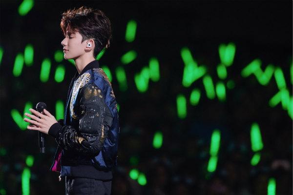 王源18歲演唱會首唱《天使》 偶像林俊杰驚喜現身