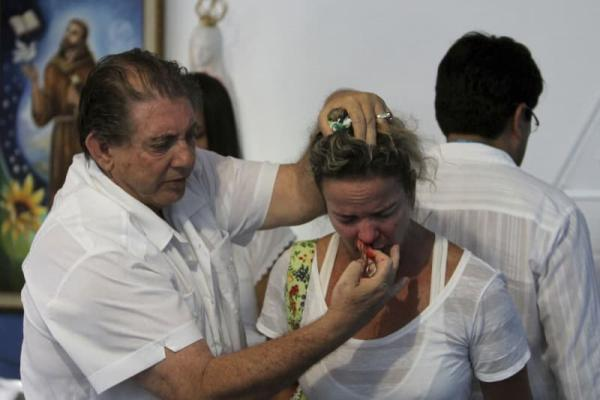 巴西灵媒治疗师被指性虐待遭逮捕 受害女患者超300人
