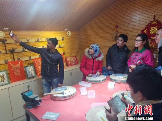 留学生自拍。 陈昊摄