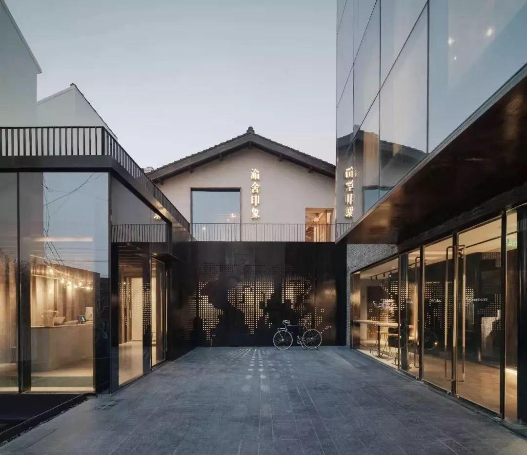 一个性色_每间客房设计各不相同,以原木色,水泥灰,漆器黑为主调,打造出时髦的性