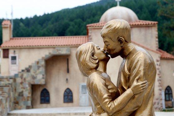 《太阳的后裔》拍摄地因双宋离婚陷困境 旅游产业受影响