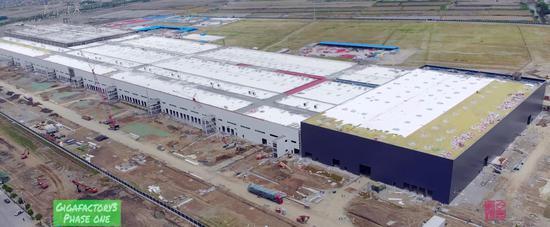 特斯拉上海工厂开始安装车间设备 变电站也在建设中