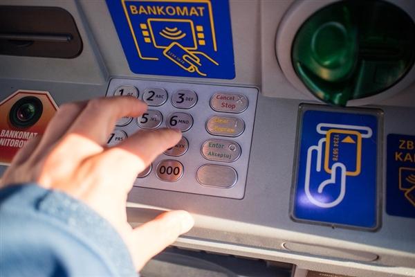 扎心了:钱存在银行并不安全:结果难受