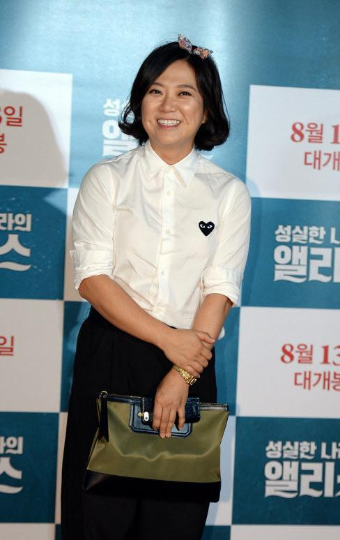 韩44岁女星举报跟踪狂,却被对方反驳自己被其监视