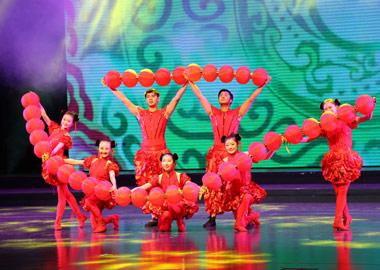省文化厅来盐审看赴古巴、苏里南演出节目