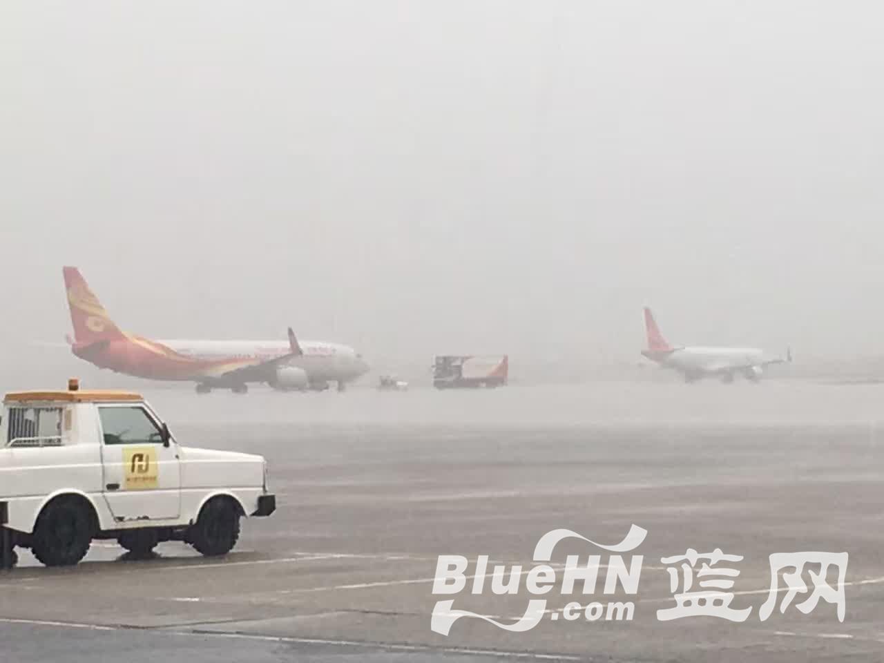 超2小时4架次);目前美兰机场降落航班受间歇性强雷雨或阵雨影响.