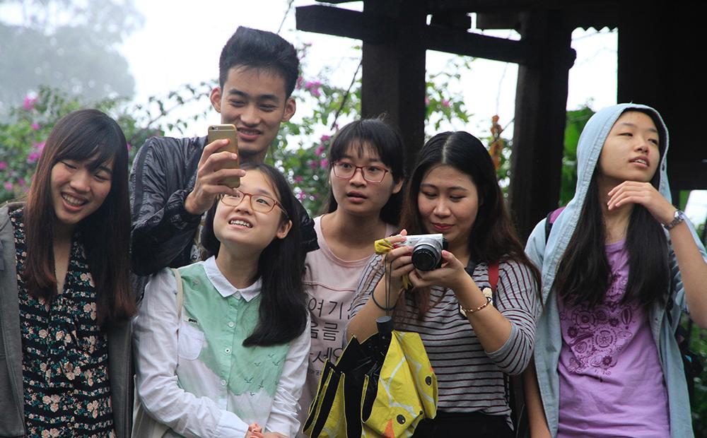 学员们观看茶神庙