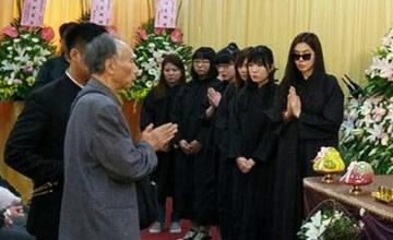 78岁父亲葬礼 王祖贤送最后一程
