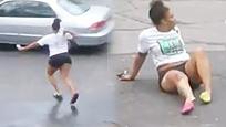 女子当街追打出轨男友 遭小三开车碾过惨断腿