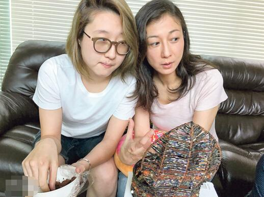 吴绮莉不舍得送女儿出国 看电视剧学做好妈妈 [有看点]