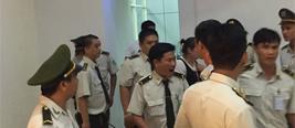 越南海关被曝向中国游客索要小费 不给扣护照