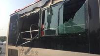 现场:天津俩公交车斗气当街互撞 致使乘客受伤