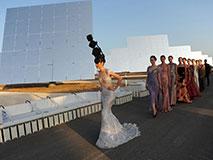 西班牙上演独特太阳能时装秀