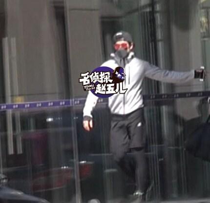 李治廷恋情疑曝光 与非主流少女现身酒店 [有看点]