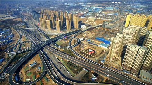 西北最大的3层互通式立交后围寨立交连接西安绕城高速,与陇海铁