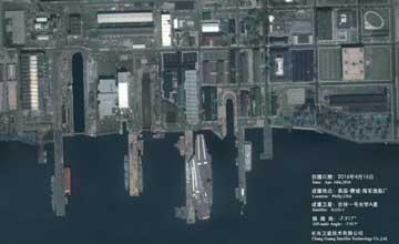中国科研卫星高清拍摄美军航母 港内设施清晰可见