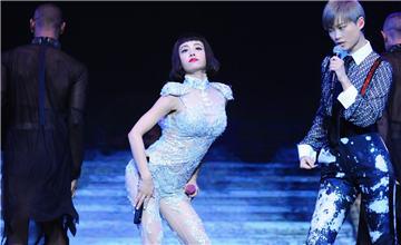 """她的身材太好,李宇春看呆了 """""""