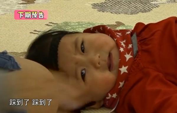 贾静雯女儿见到小男娃少女心爆棚