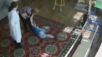 俄罗斯康复中心强行喂药 失明儿童被掰断手